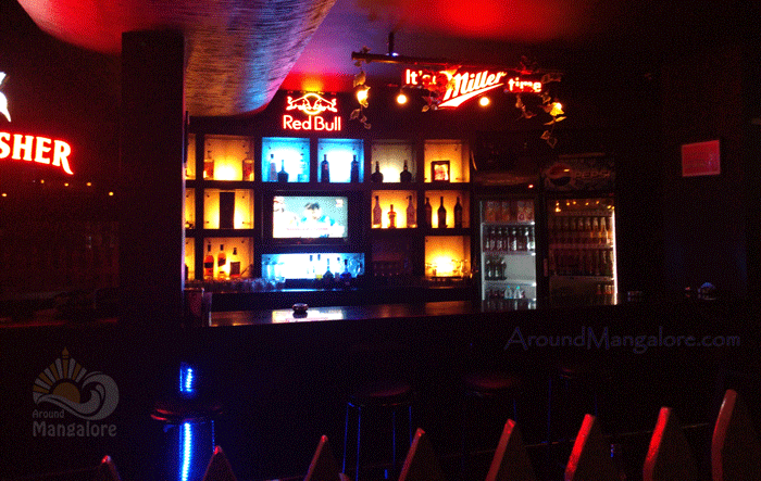 DV8 – The Lounge Bar