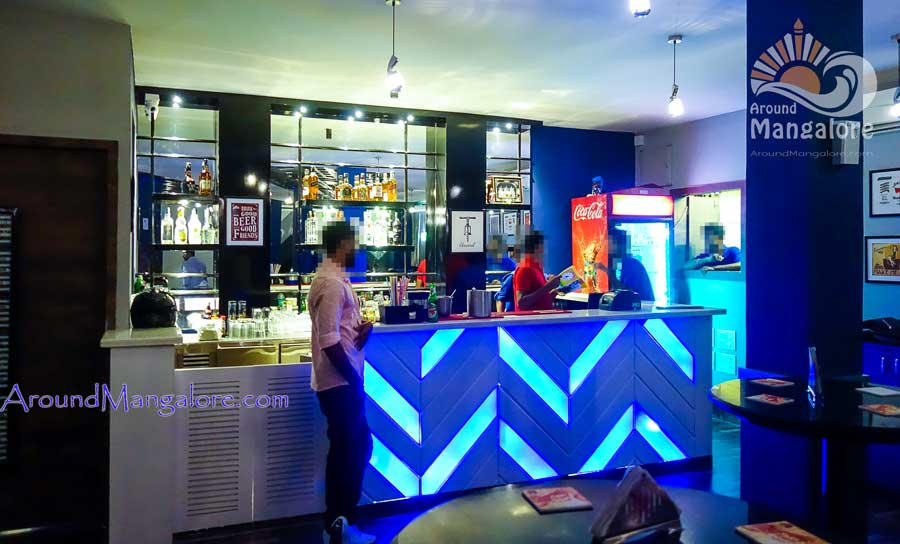 Retro Lounge Bar – Valencia Jeppu