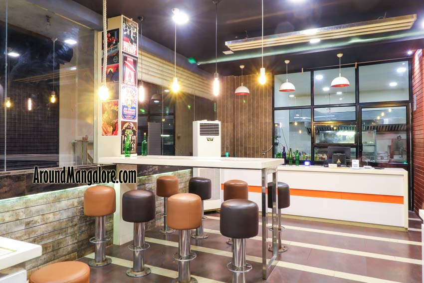 Grub Monkeys Cafe – Deralakatte